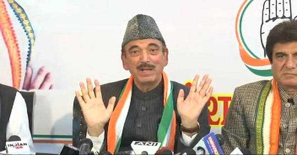 Ghulam Nabi Azad with UP Incharge Raj Babbar in a press conference in Lucknow